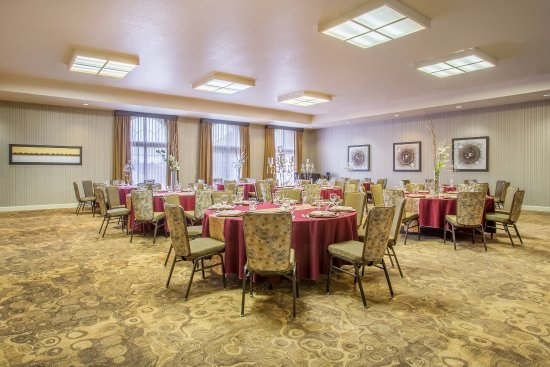 Auburn, CA: Sierra Ballroom - banquet set