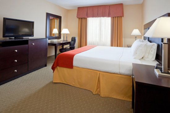 Pittston, PA: King Bed Guest Room