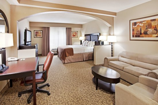 Holiday Inn & Suites Beaufort at Highway 21: Our King Bed Guest Room with work station is perfect for business