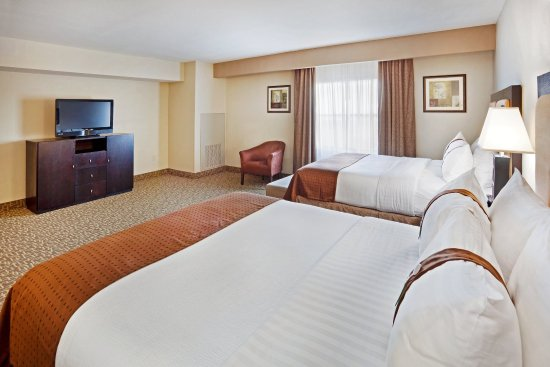 Holiday Inn & Suites Beaufort at Highway 21: Bring the family and enjoy our spacious Executive Suite