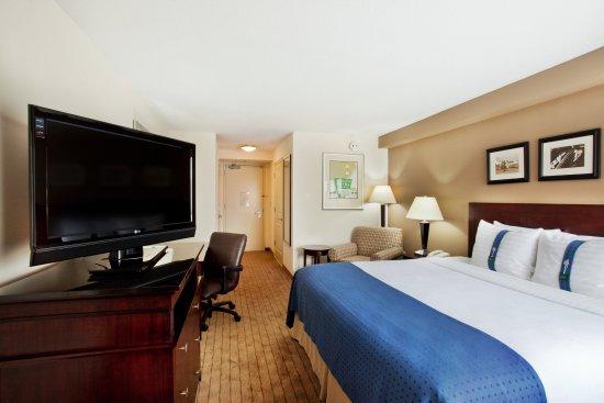 هوليداي إن جوينيت سنتر: Holiday Inn Gwinnett Center King Bed Guest Room