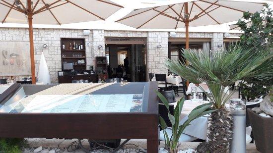 Sage Restaurant & Wine Bar: Меню на улице
