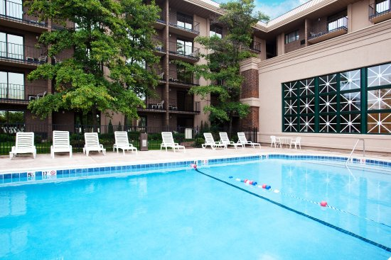 Rolling Meadows, إلينوي: Swimming Pool by the Hotel near Elk Grove