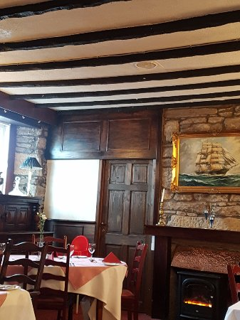 Smiddy Haugh Hotel : Dining Room with historic beams