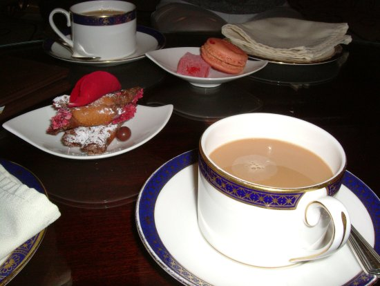 Coffee& Petit Fours in the bar