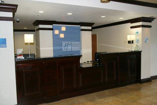 Holiday Inn Express Brooksville West: Front Desk