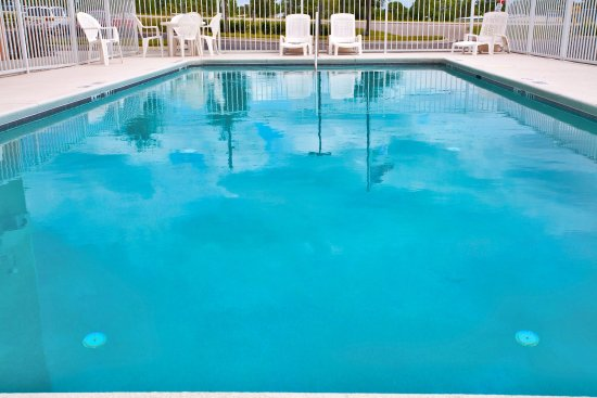 Holiday Inn Express Brooksville West: Swimming Pool