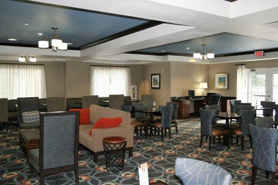 Holiday Inn Express Brooksville West: Breakfast Buffet