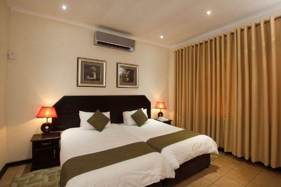 Oasis Motel: Room
