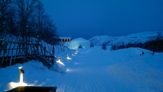 Kirkenes Snow Hotel The Walkway To Entrance Of Snowhotel