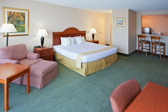 Holiday Inn Charlottesville - University Area: Spacious King Executive Room