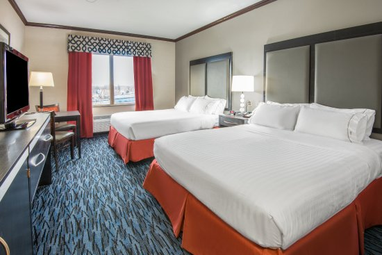 Brook Park, OH: Two Queen Executive Guest Room