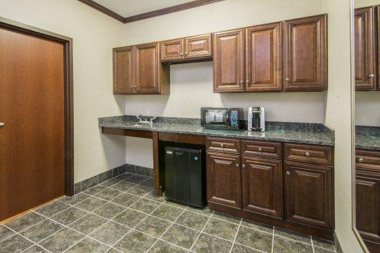 Brook Park, OH: Executive Suite kitchen