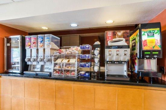 Econo Lodge Inn & Suites I-35 at Shawnee Mission: Breakfast Area