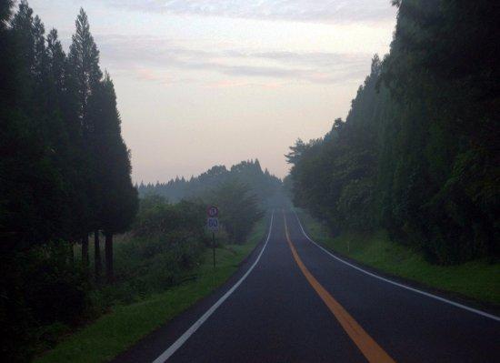 Oita Prefecture, Japonya: 早朝のやまなみハイウエイ。