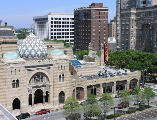 Hotel Indigo Atlanta: Fabulous Fox Theatre across street from Hotel Indigo