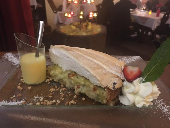 Restaurant Caveau Folie Marco: Notre Tarte à la Rhubarbe Meringuée