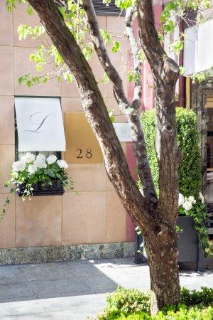 Lowell Hotel: Facade