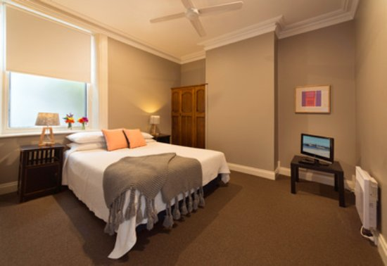 Athelstane House: Apartment Guest Bedroom