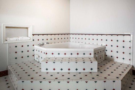 Chambersburg, PA: King Room Hot Tub