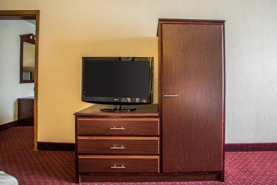 Chambersburg, PA: Queen Suite