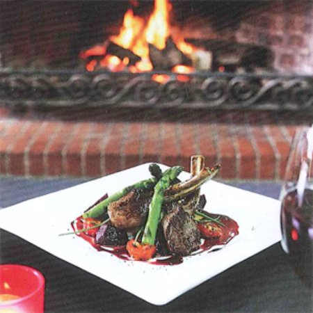 Macedon, Australia: Delicious food by our open fire