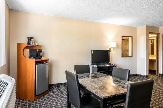Meadville, PA: Guest room suite