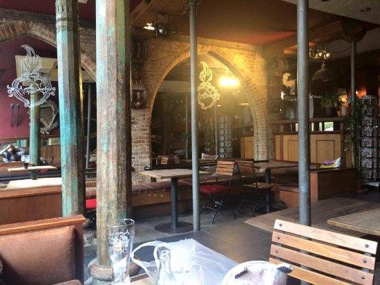 St Christopher's Inn at the Bauhaus: Esta es la zona principal, donde sentarte a charlar, tomar algo, conocer a gente...o descansar :