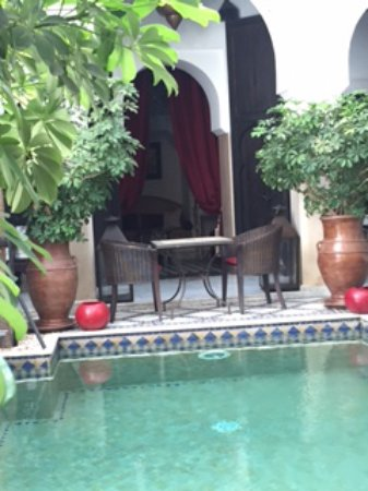 Le Riad Monceau: We loved eating our breakfast outside before the heat of the day came on