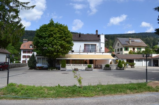 Enges, Suiza: Terrasse Eté 2016