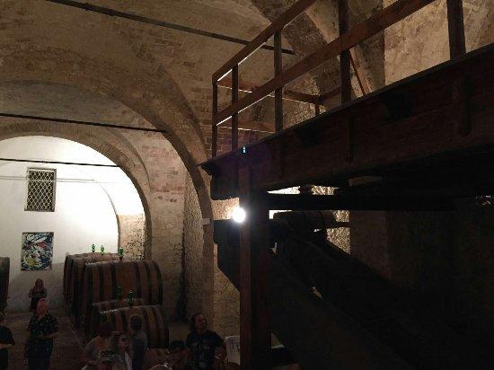 Vittorito, อิตาลี: Cantina storica Pietrantonj
