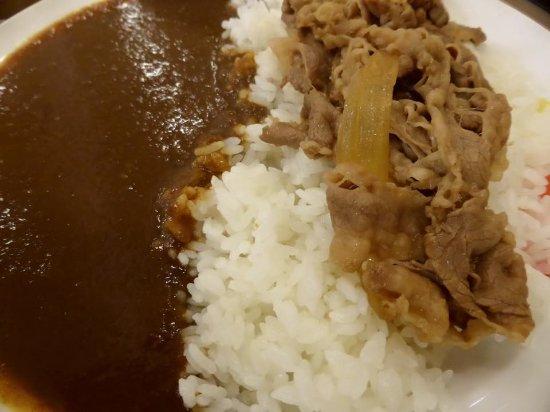 Sayama, Japón: スパイシーなカレーと牛肉の最強コンビネーション
