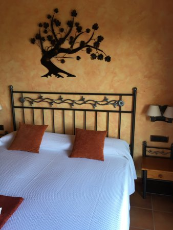 Sant Pau d'Ordal, Испания: my beautiful room - SUCH comfy beds