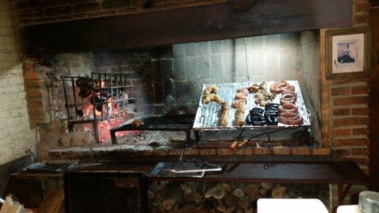 Durazno, Uruguay: Vista de la parrilla del restaurante Pan y Vino