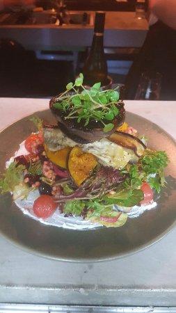 Coolum Beach, Αυστραλία: Canteen kitchen Bar