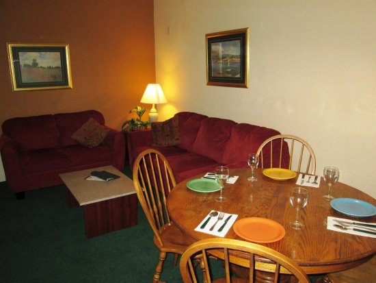 Ashley Inn and Suites: Kitchen Apartment Suite