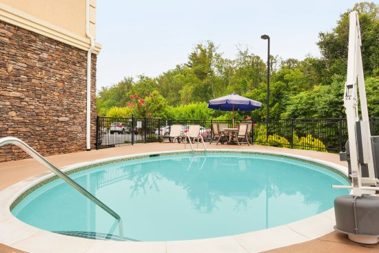 Country Inn Suites By Carlson Asheville West Biltmore Estate 79 8 9 Updated 2017