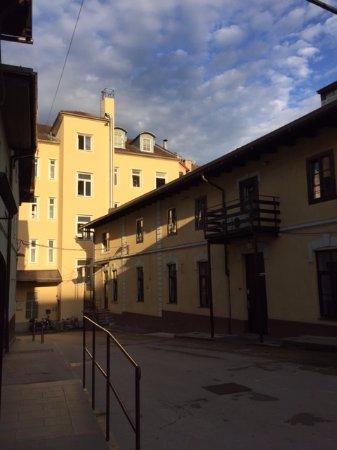 Hotel Emonec: Во дворике отеля