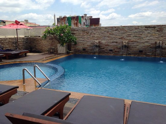 Buddy Lodge Hotel: A piscina
