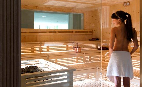 wie baue ich eine sauna sch ne sauna im keller wie baue. Black Bedroom Furniture Sets. Home Design Ideas