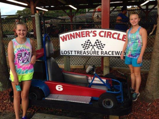 写真Professor Hacker's Lost Treasure Golf and Raceway枚