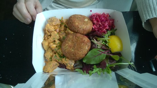 St Monans, UK: Crab Cakes & Potato Salad