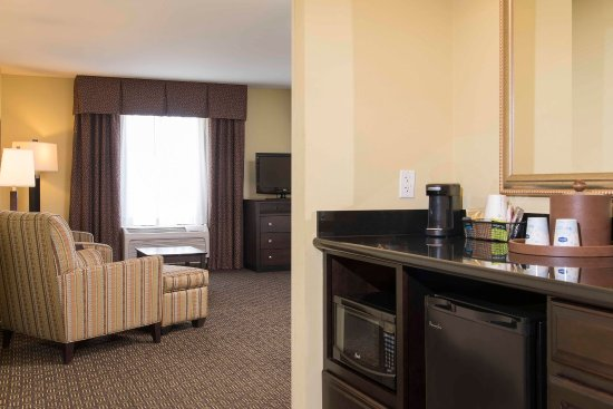 Danville, IL: Suite Wet bar