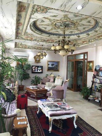 Basileus Hotel: lobby area