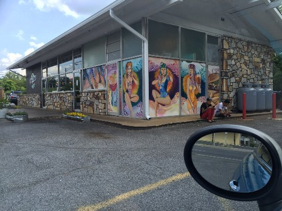 Front Royal, VA: The outside of the restaurant from the parking lot