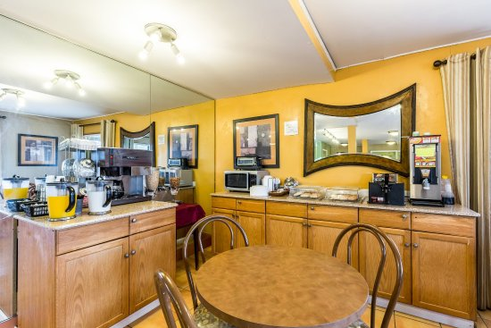Rodeway Inn: Breakfast Area