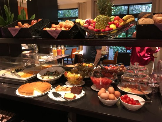 Garden Elysee Hotel: part of the breakfast buffet