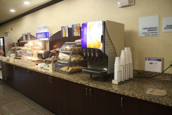 Holiday Inn Express & Suites Fairmont: Breakfast Bar