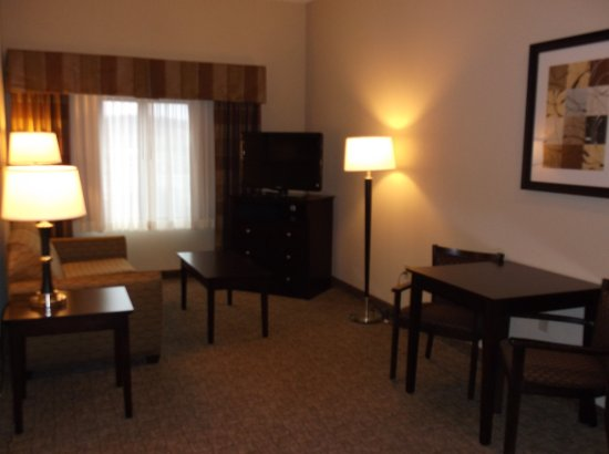 Holiday Inn Express & Suites Fairmont: Deluxe Room