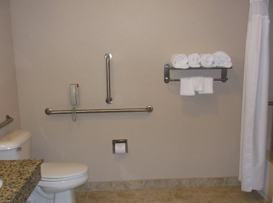 Holiday Inn Express & Suites Fairmont: Wheelchair Accessible Bathroom